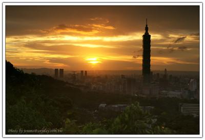 這一天,來到虎山,太陽剛要下山,感覺上,今天是不會有景了