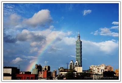 最近的天氣一直給人洗三溫暖的感覺,常常一夜大雨,然後一大早起來是漂亮的藍天,運氣好的話還可以看到漂亮的彩虹掛在 Taipei 101 的旁邊。