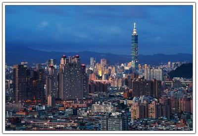 曾幾何時我也來到台北了這個城市,在這裡求學、工作甚至成家立業,台北這個城市儼然已經成為生活的一個部分。雖然已經是生活的一個部分,但是這個城市對我而言是熟悉的,也常是陌生的,於是我喜歡從遠遠的地方來看看這個地方。