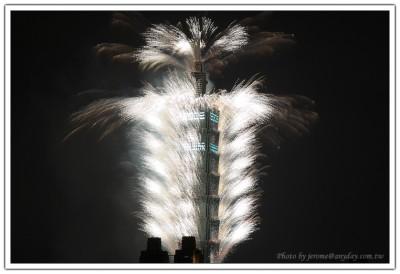 2008 年 Taipei 101 跨年煙火相片