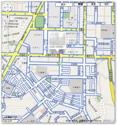 Google Map 橘色的小人將他拖到你想要看的區域,這個時候地圖如果有 StreetView 可以看的地方,應該會呈現藍色的線條。