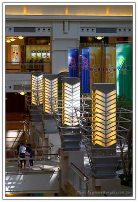人工光源與自然光源的相互對話