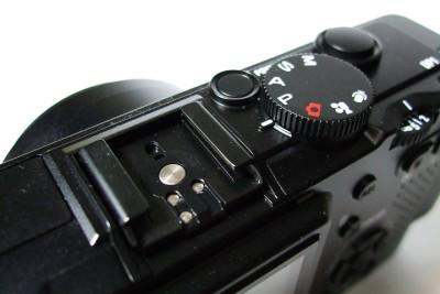 當然作為一台專業的隨身機 DP1 跟 GRD 一樣也具有熱靴,支援外閃拍攝。