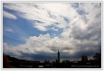 陽明山能見度 20  公里了,有颱風天真好!