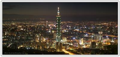夜終於來臨,我與我的相機,在山上,與你一起紀錄與欣賞城市晚風。