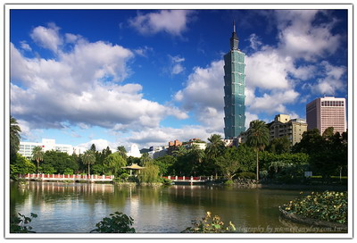 適當的雲加上有光影投射在 Taipei 101 的本體上,降低他暗面的感覺